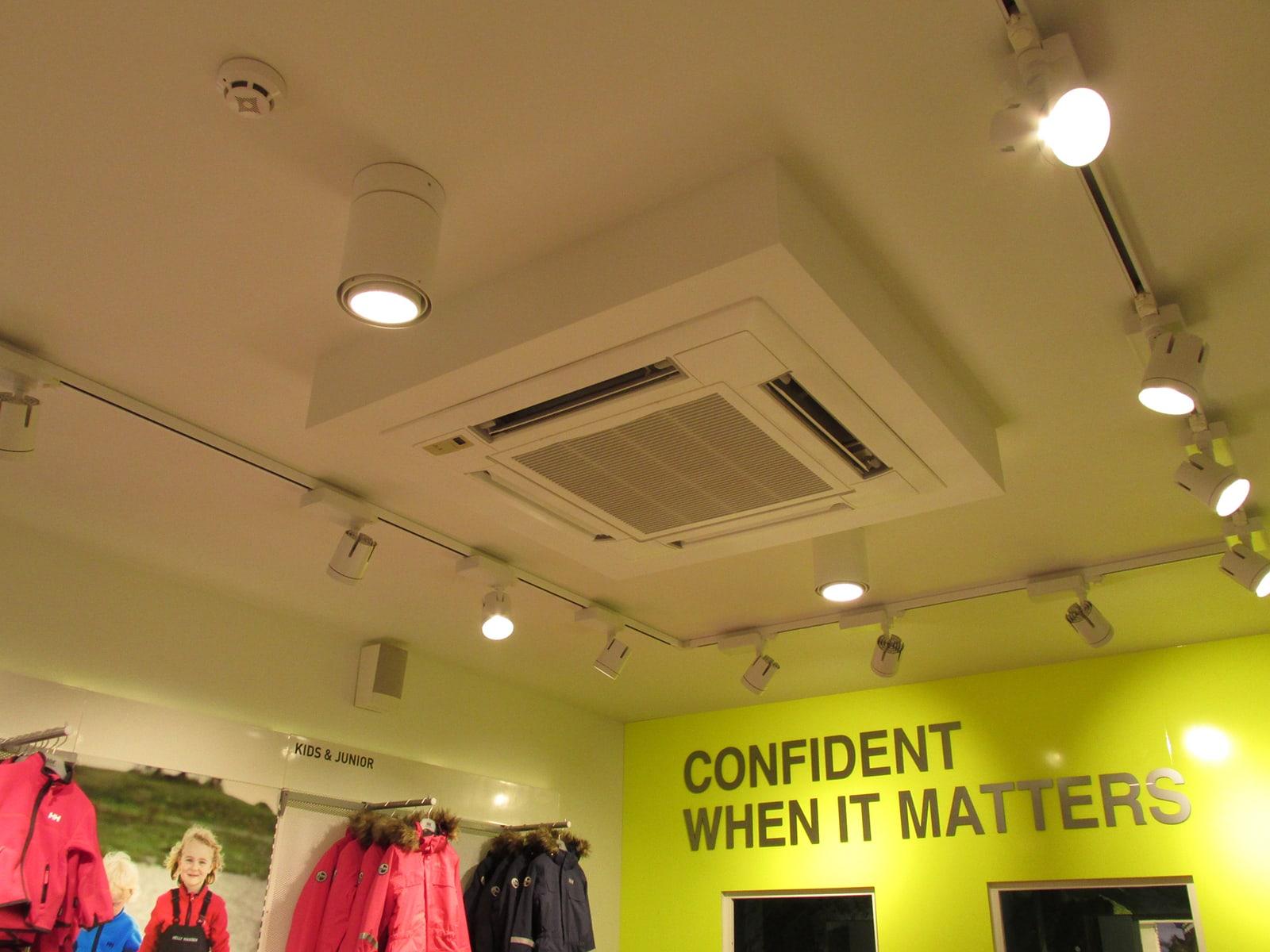Установка вытяжной системы вентиляции и кассетных кондиционеров в Киеве