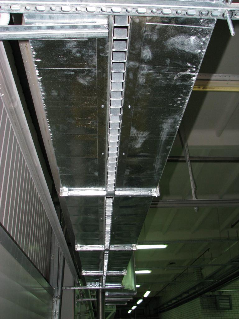 промышленная воздушная завеса над воротами 4м