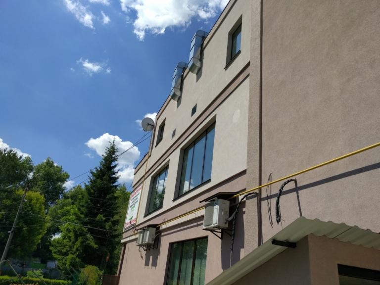 Воздуховоды на фасаде здания